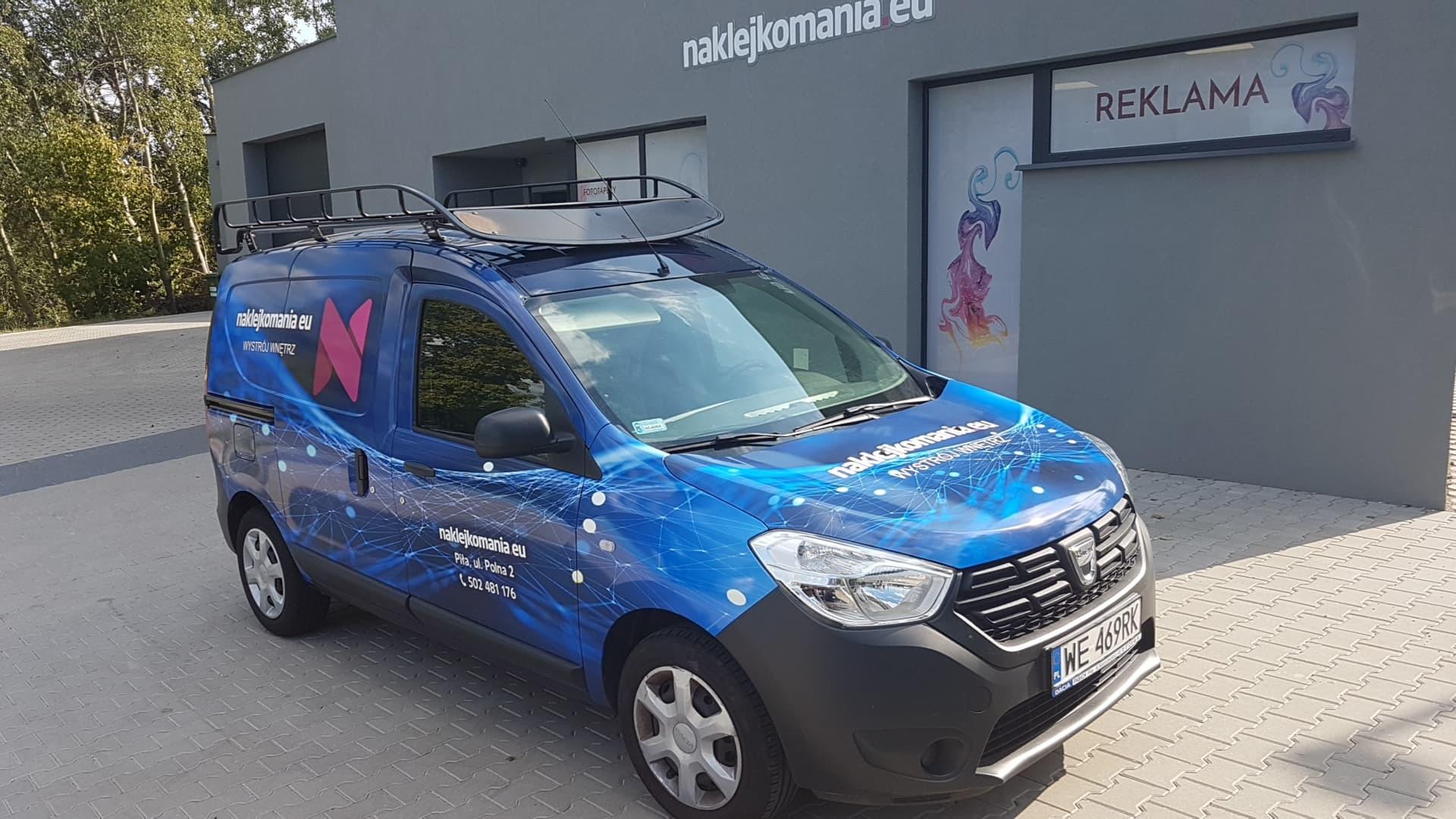 Oklejenie całościowe auta dostawczego firmy Naklejkomania