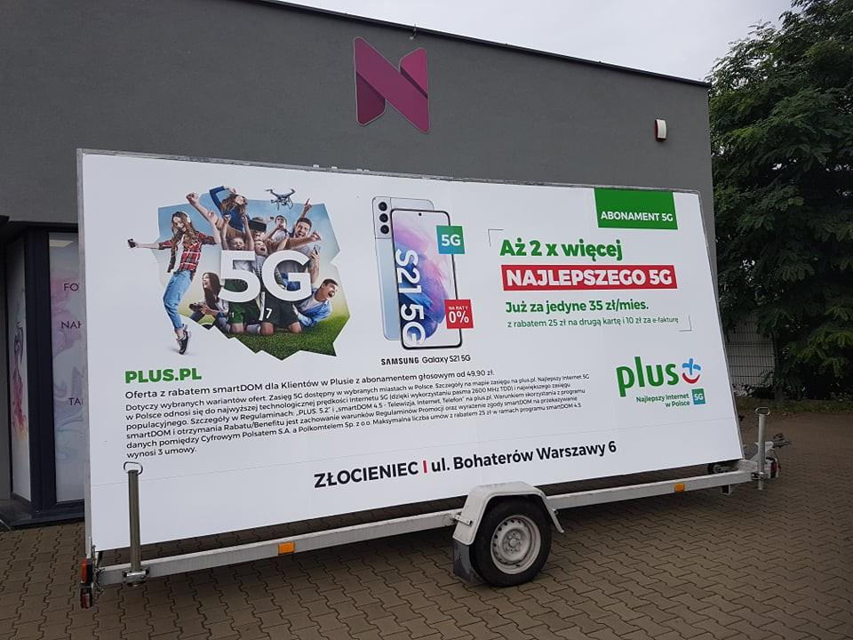 Wyklejenie reklamy na lawecie reklamowej