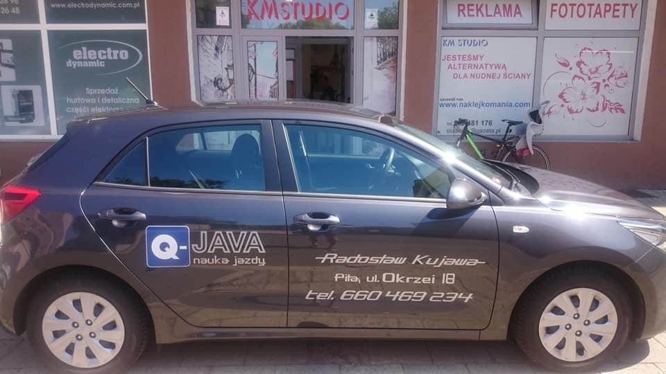 Projekt oraz montaż reklamy na aucie szkoły nauki jazdy Q-jawa